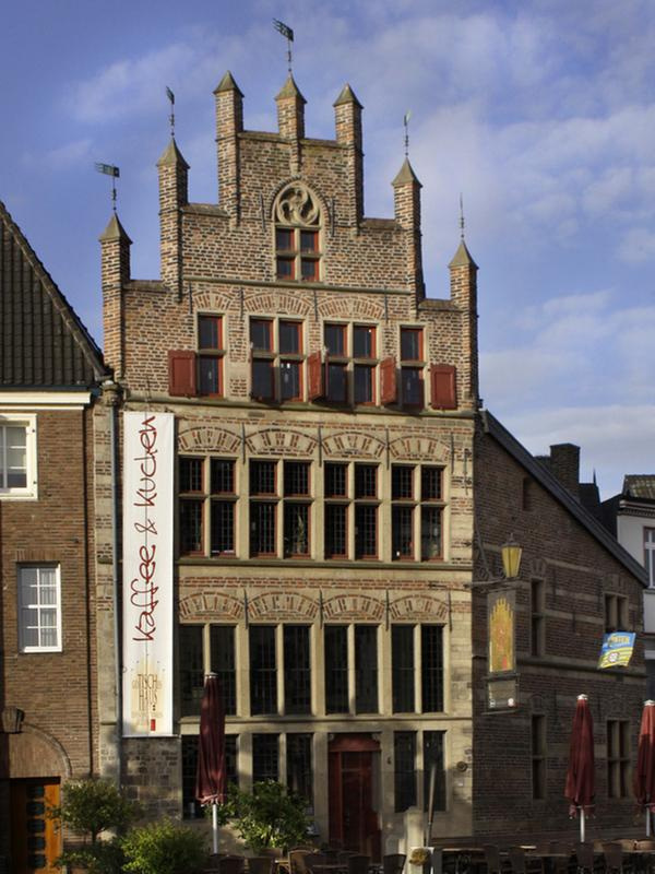 Gothisches Haus Xanten – Ideen für Möbelbilder